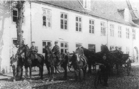 Efter 1864 blev gårdmandsbørn fra Christiansfelds omegn den dominerende elevgruppe. Og de kom ridende til skole.