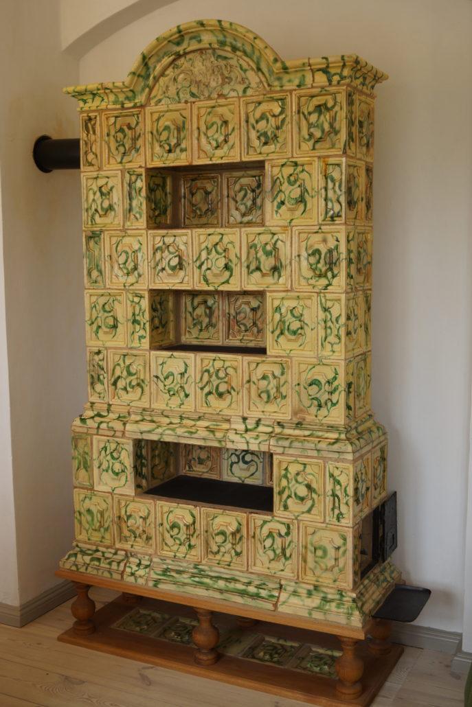 Kakkelovnen som står i Søstrehuset