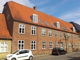 Drengekostskolens startede i 1774. Bygningen på foto er fra 1788.