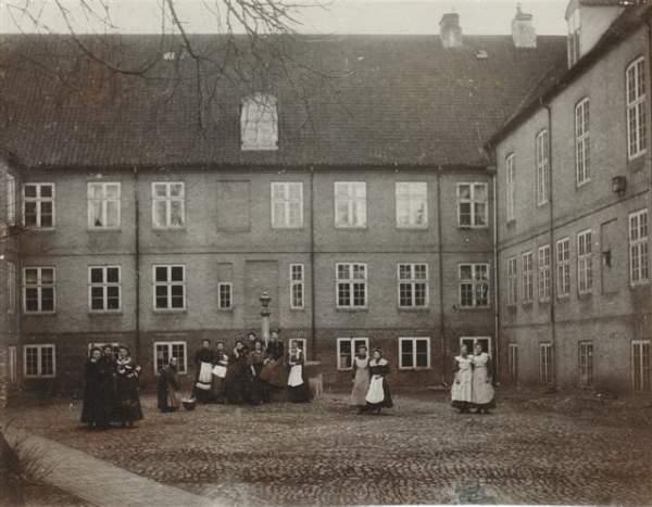 Gården i Søstrehuset