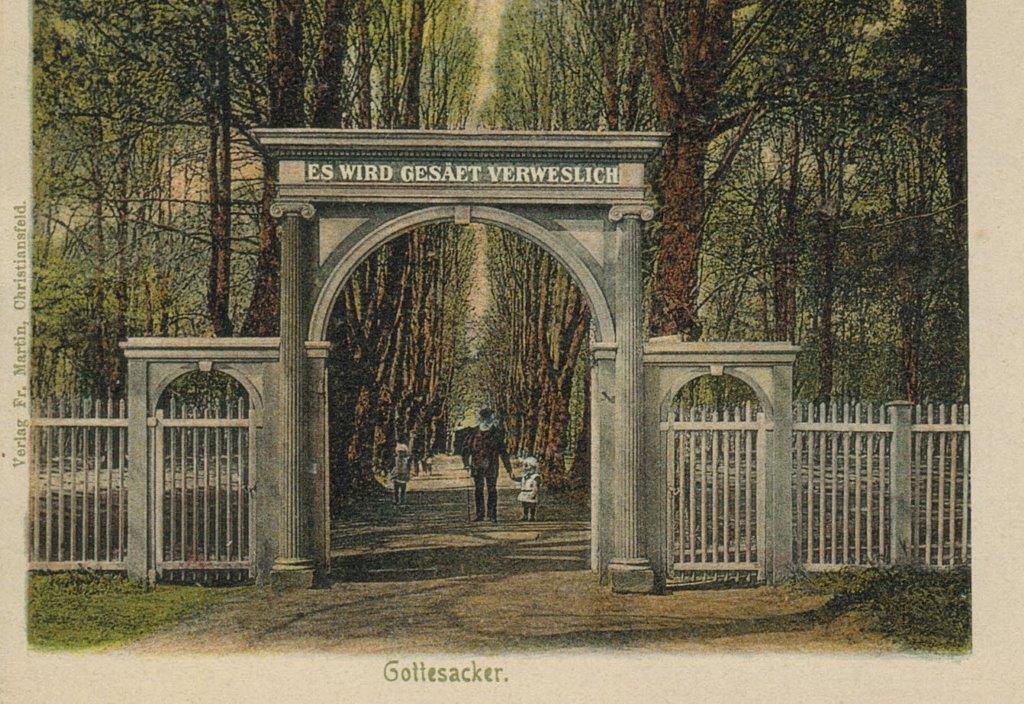 Portalens inskription var indtil 1957 på tysk.