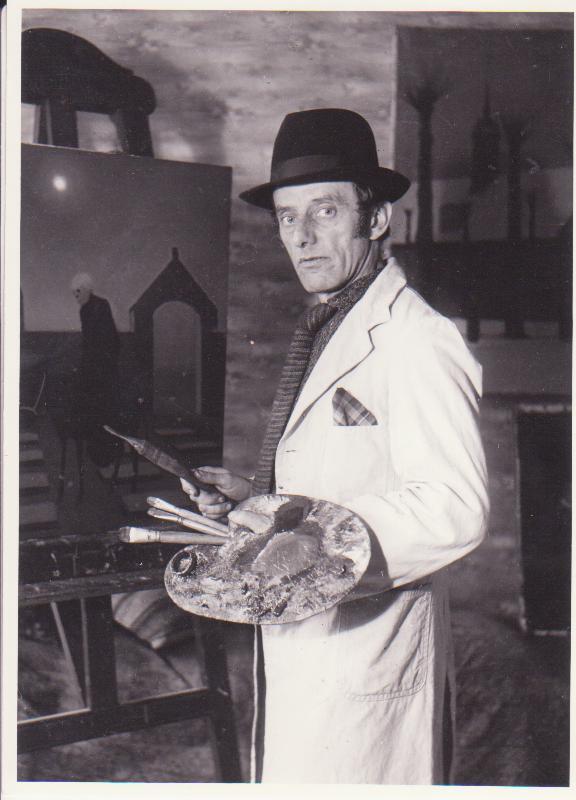 Jeppe Madsen-Ohlsen var født i 1891 Christiansfeld. Han voksede op i et hjem, som var præget af stærk religiøsitet. Madsen-Ohlsen hentede mange af sine motiver i sin hjemby.
