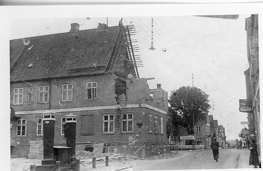 Der blev fjernet nogle fag af hotellet i forbindelse med udvidelsen af Kongensgade.