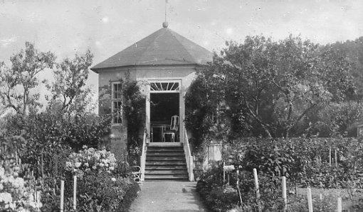 Enkehusets have og lysthus