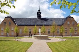 Kirken og kirkepladsen