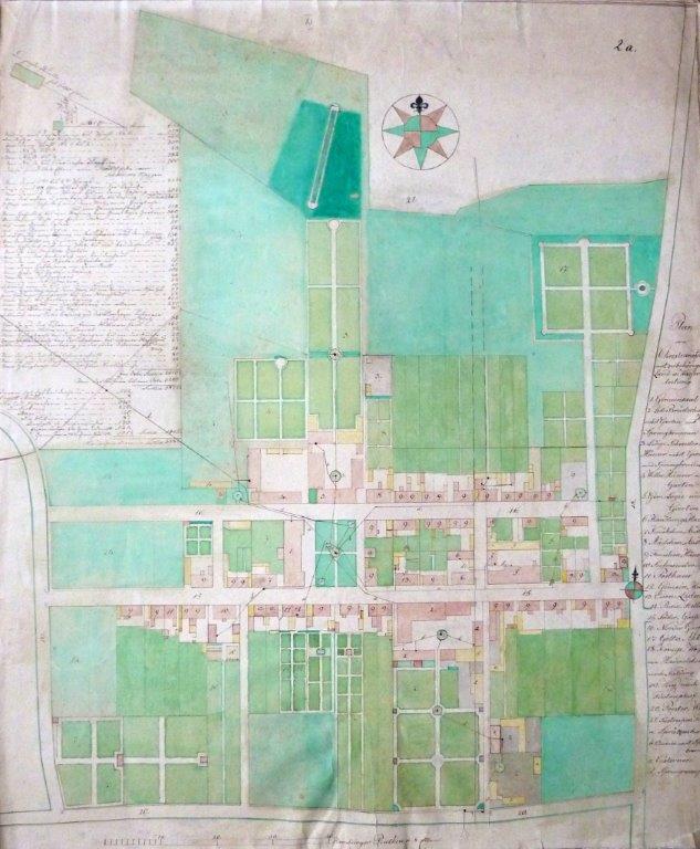 Byplan af N.Staunager.  Planen er fra 1811-12 viser den store udvikling som den indre bydel i Christiansfeld havde i de første fyrre år af byens eksistens. Haveanlæggene bag de store korhuse ses tydeligt.